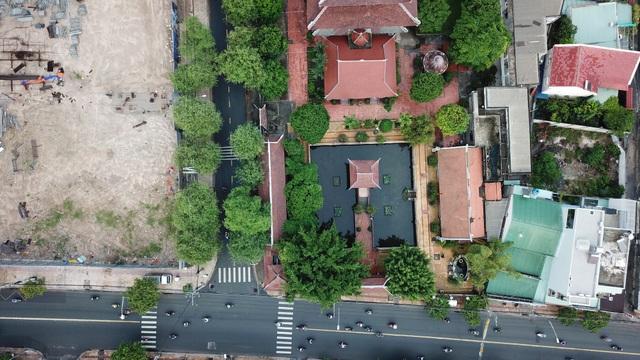 Chùa Nam Thiên Nhất Trụ nằm trên đường Đặng Văn Bi, quận Thủ Đức TPHCM.