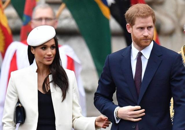 Hoàng tử Anh Harry và hôn thê Meghan Markle (Ảnh: EPA)