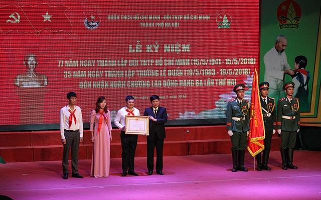 Trao tặng Huân chương Lao động hạng Ba (lần thứ hai) cho Trường Lê Duẩn