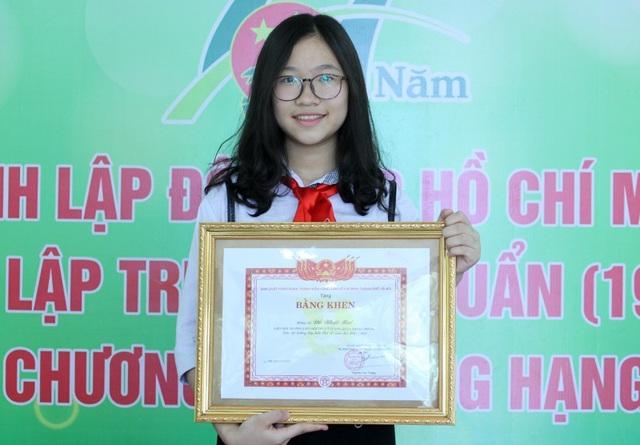 Em Đỗ Nhật Mai 8A5 trường THCS Tây Sơn (Quận Hai Bà Trưng, Hà Nội) là 1 trong 60 Liên đội trưởng tiêu biểu Thủ đô năm học 2017 - 2018