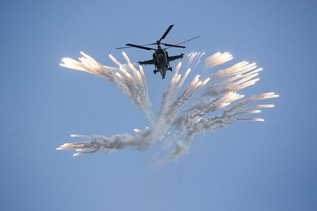 Cận cảnh trực thăng Ka-52 của đội bay nhào lộn Berkuts