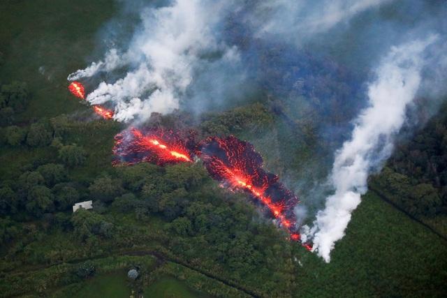 Vết nứt mới xuất hiện bên sườn núi lửa Kilauea, Hawaii.