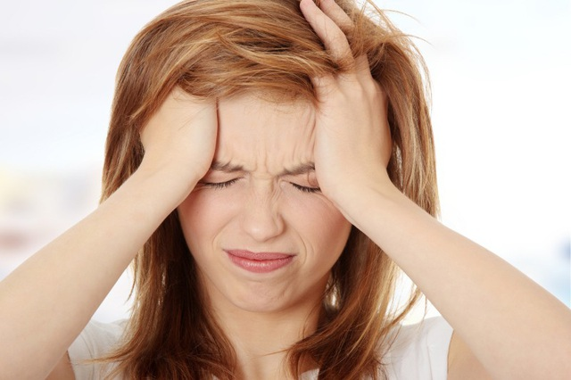 Đau đầu dai dẳng là một trong những dấu hiệu ung thư não, dễ nhầm với nhiều bệnh khác