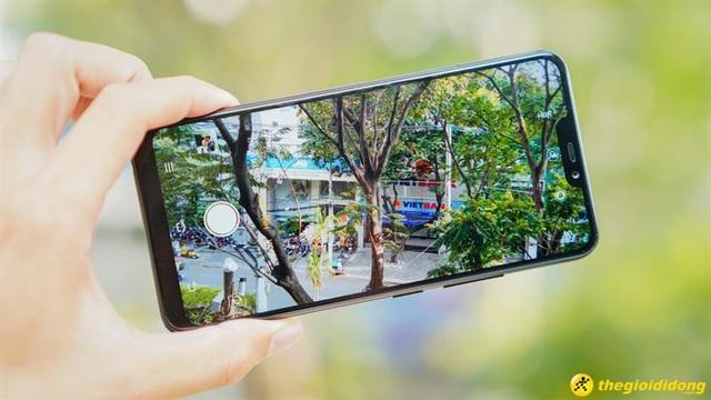 """Vivo Y85 sở hữu 2 công nghệ camera hàng đầu hiện nay, camera kép """"xóa phông"""" chân dung như máy ảnh chuyên nghiệp và công nghệ AI Face Beauty."""