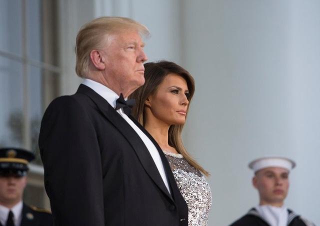 Sau bà Jaqueline Kennedy, bà Melania Trump là đệ nhất phu nhân thứ hai của nước Mỹ theo Công giáo. Đây là tôn giáo phổ biến ở Slovenia, nơi bà Melania sinh ra và lớn lên. Điều này khiến chuyến công du của vợ chồng bà tới Vatican hồi tháng 5 năm ngoái có ý nghĩa hết sức đặc biệt. (Ảnh: Getty)