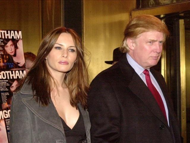 Bà Melania Trump không phải người vợ đầu tiên của Tổng thống Donald Trump. Trước bà Melania, ông Trump đã từng kết hôn với bà Ivana Trump. Năm 1992, hai người ly hôn. Ông Trump kết hôn với bà Marla Maples tới năm 1999. Cho tới nay, bà Melania Trump là Đệ nhất phu nhân duy nhất của nước Mỹ không phải người vợ đầu tiên của tổng thống. (Ảnh: Getty)