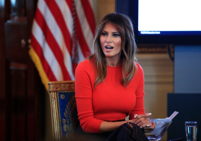Bà Melania Trump nói được nhiều thứ tiếng hơn bất kì đệ nhất phu nhân nào trước đây của nước Mỹ. Ngoài ngôn ngữ mẹ đẻ là tiếng Slovenia, bà Melania có thể nói tốt tiếng Anh, Pháp, Đức, Italy và Serbia. (Ảnh: AP)