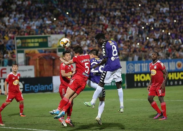 CLB Hà Nội đi tiếp nhờ luật bàn thắng sân khách