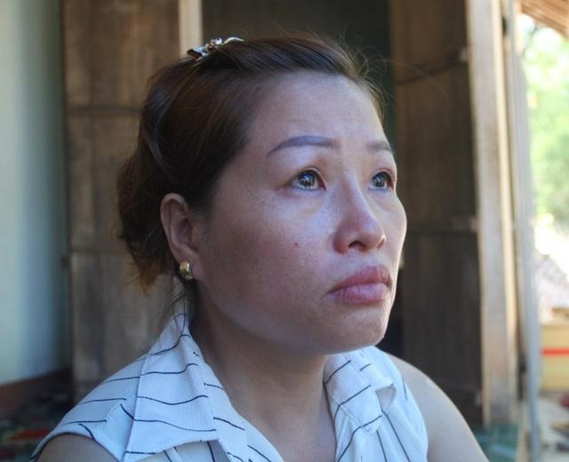 Chị Dung, vợ anh Thôi ứa nước mắt khi nhắc về chồng.