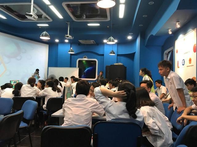 Học sinh lớp 10 trải nghiệm một ngày làm sinh viên ĐH Bách khoa Hà Nội - 7