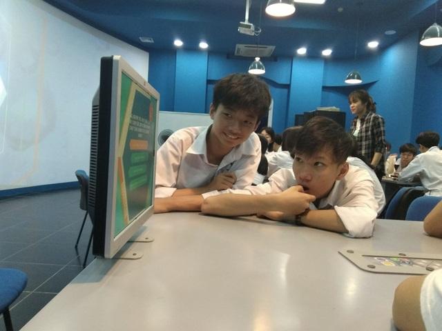 Học sinh lớp 10 trải nghiệm một ngày làm sinh viên ĐH Bách khoa Hà Nội - 4