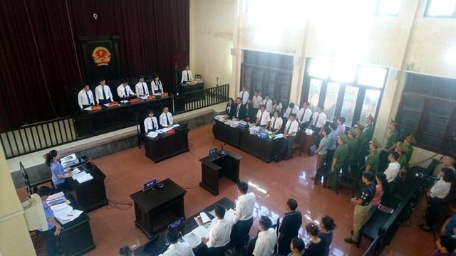 Phiên tòa xét xử vụ 8 người chạy thận tử vong tại Hòa Bình sáng nay (15/5)