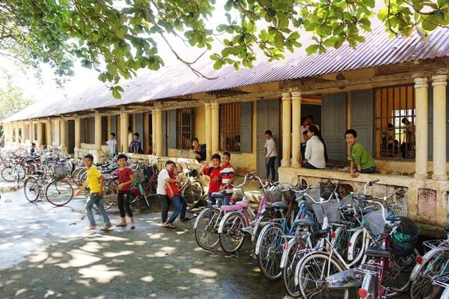 Học sinh chuyển về dãy nhà cấp 4 cũ để học tập