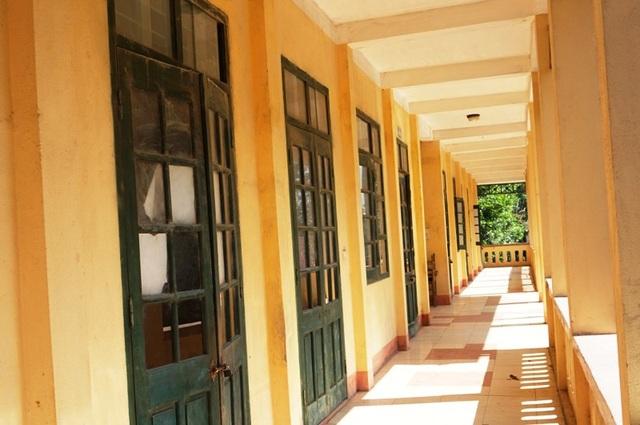 Tình trạng lún nứt xảy ra tại khu nhà 2 tầng của Trường tiểu học Hợp Lý, huyện Triệu Sơn, Thanh Hóa.