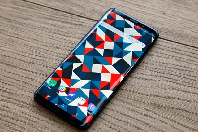 Samsung Galaxy S10 có thể sẽ đặt cảm biến vân tay bên trên màn hình cảm ứng.