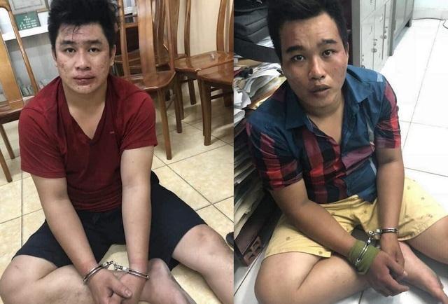 Nguyễn Tấn Tài (áo đỏ) và Nguyễn Hoàng Châu Phú