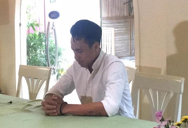 Phạm Anh Khoa khá căng thẳng trong buổi gặp gỡ xin lỗi chớp nhoáng