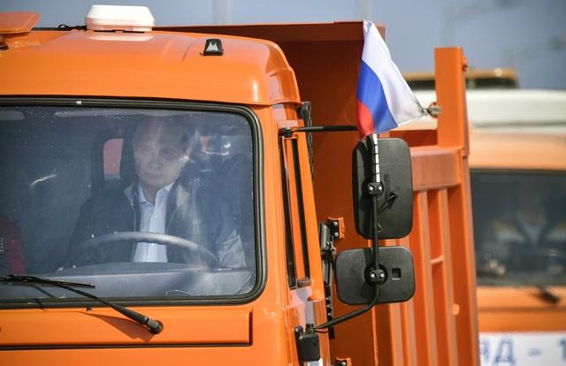 Điện Kremlin không công bố nhiều thông tin về lễ khánh thành cầu nối Crimea và chỉ cho biết các công nhân xây dựng đã hoàn thành công trình quy mô lớn này trong thời gian kỷ lục.