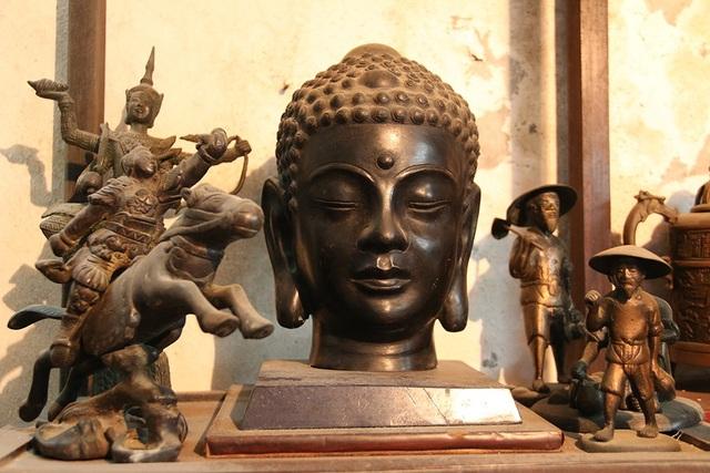 Tượng Phật bằng đồng.