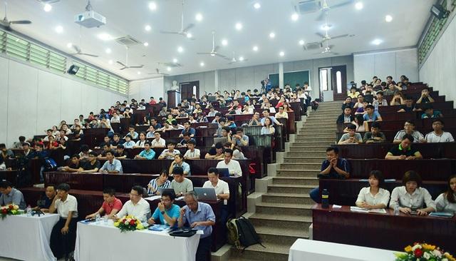 Đông đảo sinh viên tham dự buổi giao lưu Giải thưởng Nhân tài Đất Việt 2018 ở TPHCM
