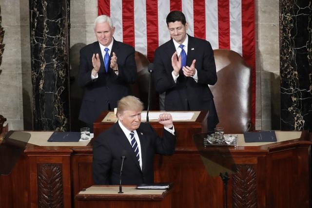Tổng thống Donald Trump tiếp tục siết chặt chính sách nhập cư - 1