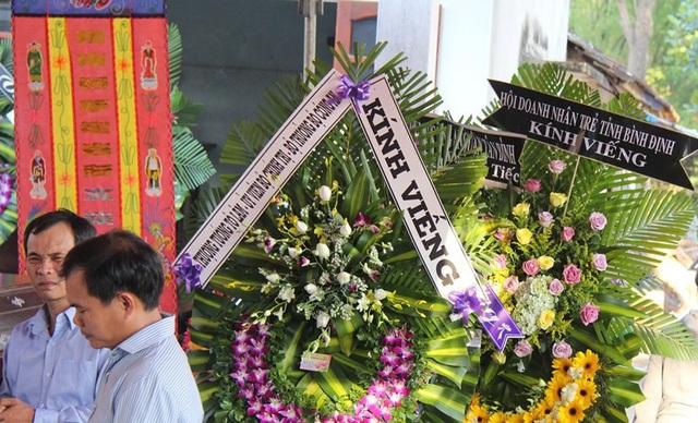 Thượng tướng Tô Lâm, Bộ trưởng Bộ Công an gửi vòng hoa viếng hiệp sĩ Thôi.