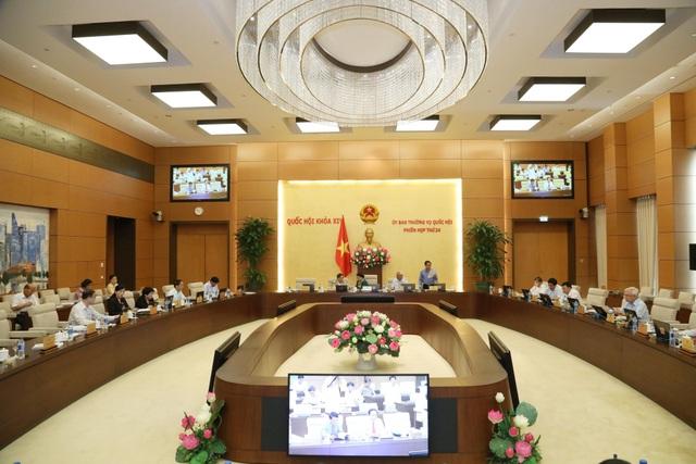 UB Thường vụ Quốc hội thảo luận về việc giải quyết, trả lời kiến nghị cử tri