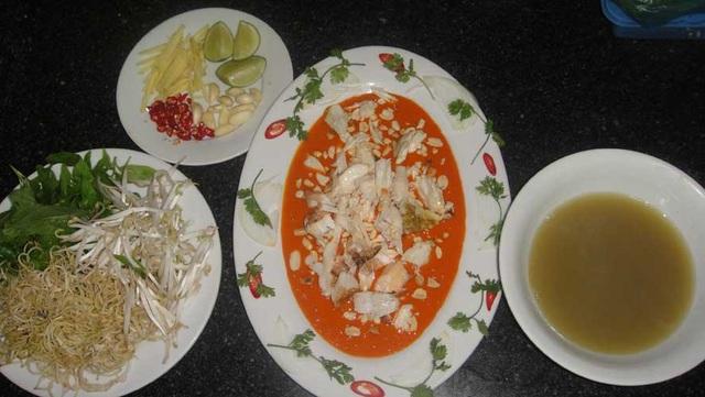 Món tiết canh cua được chế biến cầu kỳ và xem là đặc sản đắt đỏ ở đảo ngọc Phú Quốc