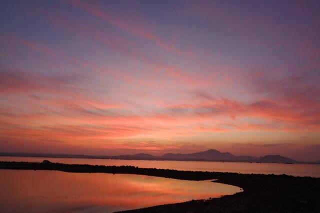 Sắc hoàng hôn hồng đào san hô được ghi lại bằng giả lập phim ASTIA.
