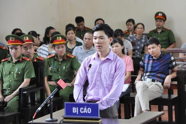 Bị cáo Hoàng Công Lương bất ngờ dùng quyền giữ im lặng tại tòa - 1