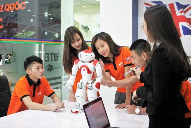 Ứng dụng thực tế đưa Robot vào giảng dạy trong giờ học thực hành tại BTEC FPT.