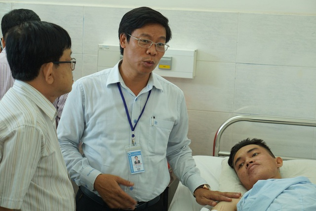 Lãnh đạo trường ĐH Công nghiệp Thực phẩm TPHCM đến thăm sinh viên Phú Quý