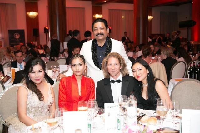 Mai Anh Trần, Trương Thị May hội ngộ nhiều ngôi sao thế giới tại Cannes - 7