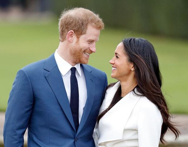 Thông tin này được giấu kín cho đến ngày 27/11 khi cặp đôi chính thức thông báo về lễ đính hôn tại khuôn viên Điện Kensington.