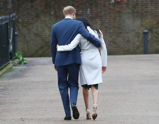 Trước khi gặp gỡ và hẹn hò với Hoàng tử Harry, Meghan từng trải qua một cuộc hôn nhân với nam diễn viên kiêm nhà sản xuất Trevor Elgenson.