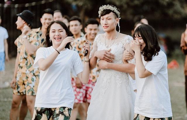 Học sinh Hưng Yên giả cô dâu chú rể trong ảnh kỷ yếu - 5