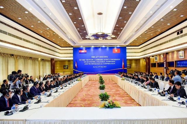 Kỳ họp lần thứ 16 Ủy ban Hỗn hợp Việt Nam-Campuchia về Hợp tác Kinh tế, Văn hóa, Khoa học kỹ thuật đã diễn ra tại Hà Nội