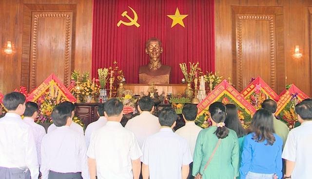 Trước anh linh của Người, lãnh đạo tỉnh Nghệ An nguyện hứa mãi mãi học tập và làm theo tấm gương, tư tưởng, đạo đức, phong cách cao đẹp của Chủ tịch Hồ Chí Minh.