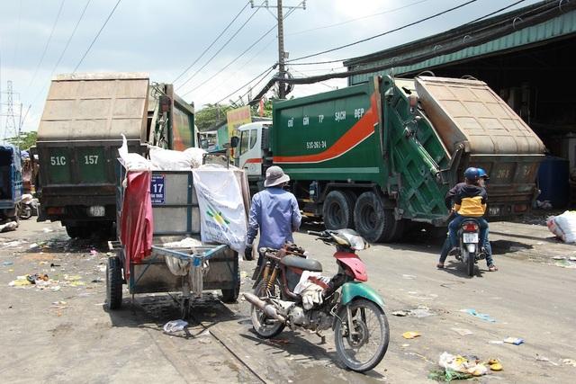Nhiều đường dây thu gom rác dân lập than không có tiền chuyển đổi phương tiện