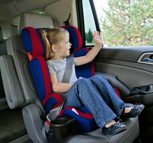 Loại ghế nâng có dựa lưng dành riêng cho trẻ em trên ô tô