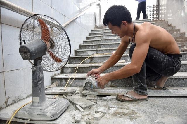 Hầm chui đi bộ ở Hà Nội được lát mới đá nền - 4