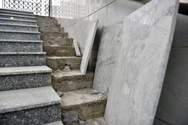 Được biết, loại đá granite thay thế được đưa từ Bình Định về Hà Nội.