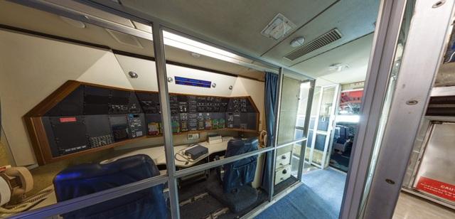 Trạm thông tin liên lạc trên chuyên cơ.