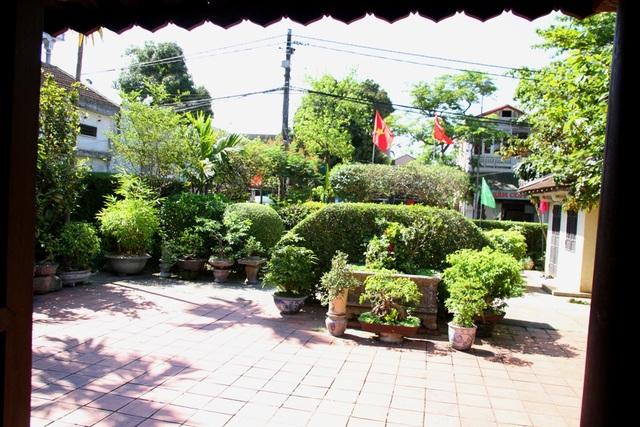 Căn nhà Bác Hồ sống lúc nhỏ tại Huế thật yên bình, là nơi trải qua nhiều kỷ niệm đẹp của Bác Hồ từ 5 đến 11 tuổi