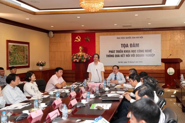 Giám đốc ĐH Quốc gia Hà Nội phát biểu tại buổi tọa đàm