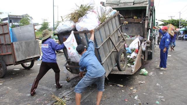 Phương tiện thu gom rác không đảm bảo tiêu chí an toàn, vệ sinh môi trường