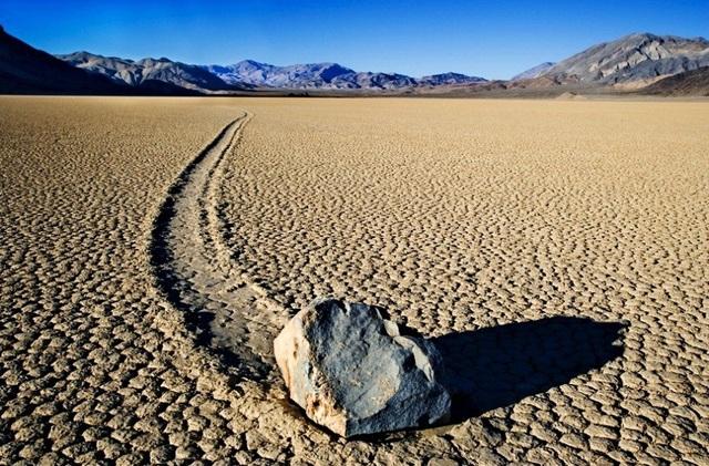 Bí ẩn về những hòn đá tự di chuyển ở thung lũng Chết - 1