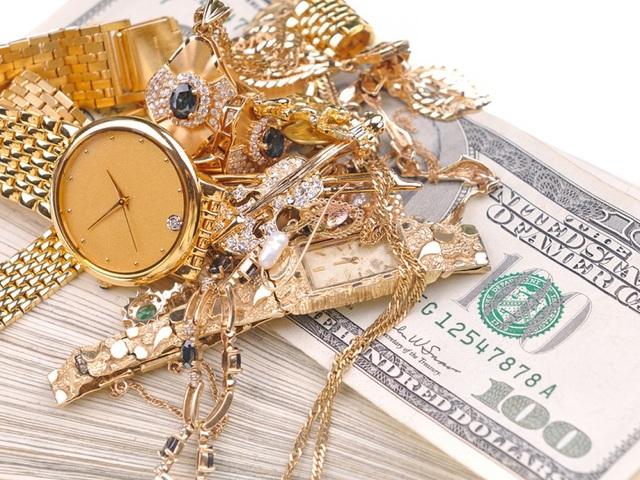 Bà lão bị cướp 20.000 bảng Anh cùng số trang sức bằng vàng trị giá khoảng 20.000 bảng Anh. (Nguồn: Feras Jewelers)