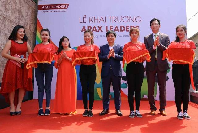 Cắt băng khánh thành Trung tâm Apax Leaders tại 201 Lê Văn Việt, Quận 9 TPHCM