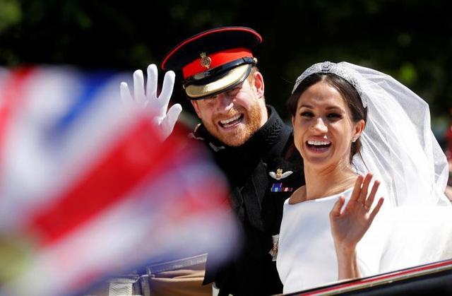 Cặp đôi rạng ngời hạnh phúc trong ngày trọng đại.